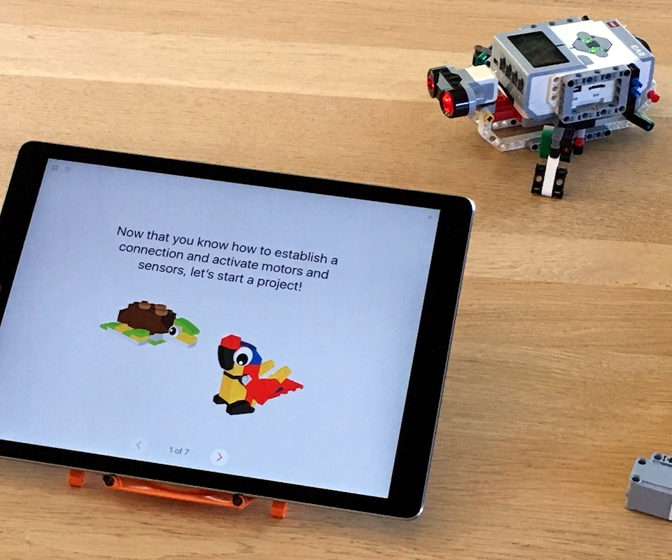 Learn to program robots and drones with Apple's new Swift Playgrounds 1.5
